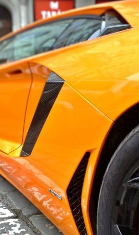 Cire brillante sur Lamborgini Aventador orange protection céramique