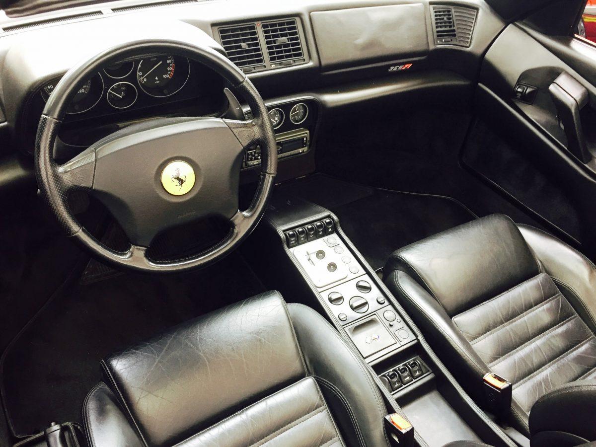 Ferrari 355 intérieur